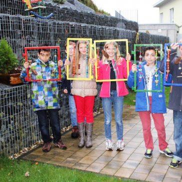 Bunte Fenster für graue Wände – Schüler der Anne-Frank-Schule gestalten das Seniorenzentrum Rhön